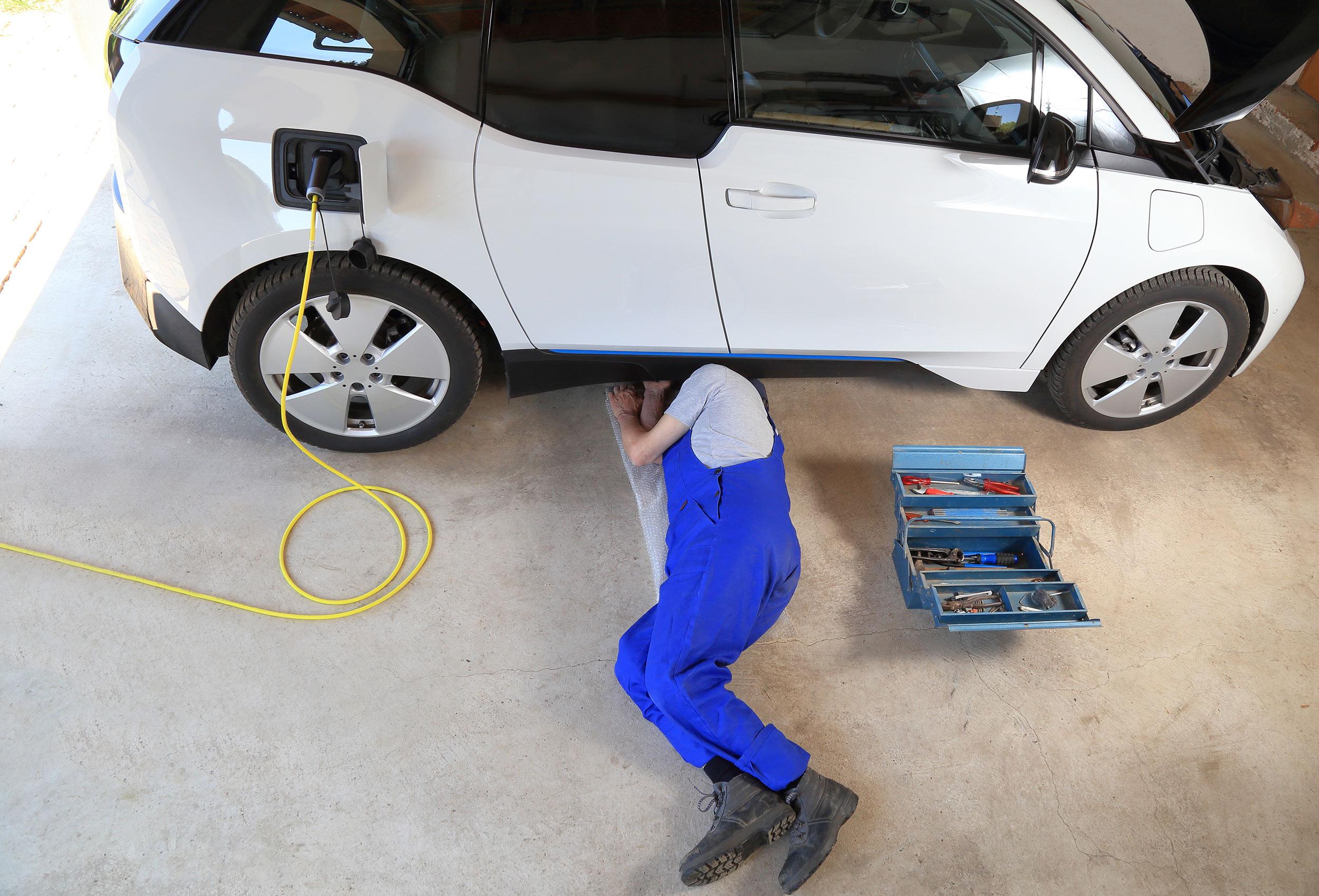 Sicheres Arbeiten an Fahrzeugen mit Hochvoltsystemen